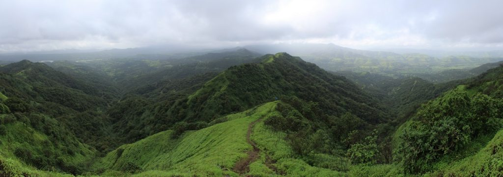 The pathway to Torna from Rajgad