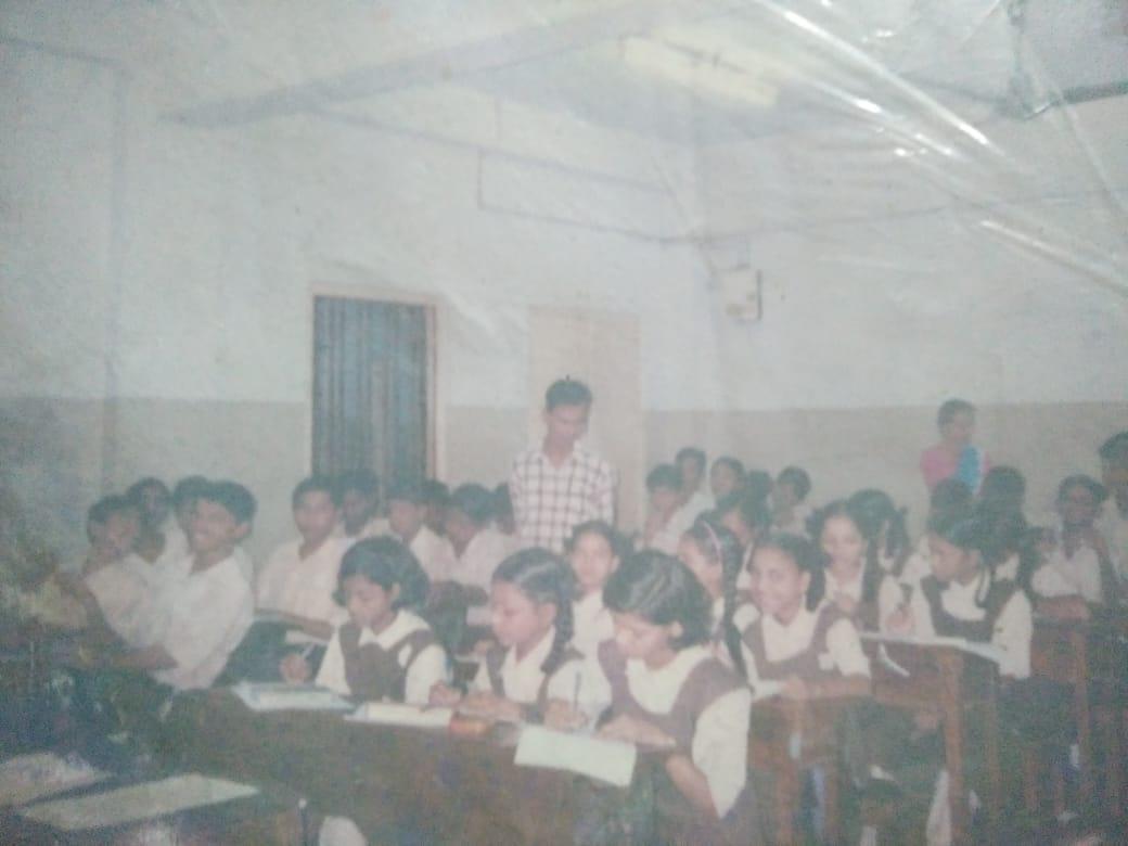 बालमोहन शाळेत पाठ घेताना